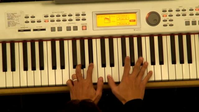vídeos y material grabado en eventos de stock de de piano - tecla de piano