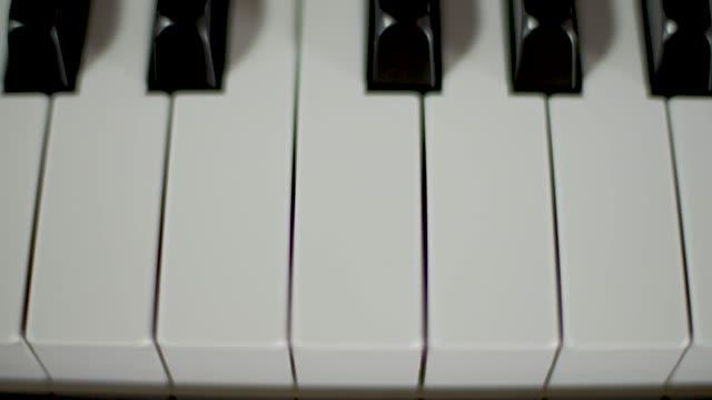vídeos y material grabado en eventos de stock de teclas de piano - tecla de piano