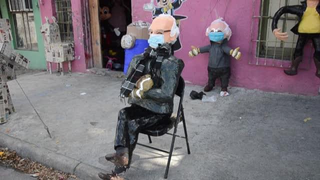 piñata workshop in mexico is recreating the viral bernie sanders meme, depicting the vermont senator sitting at joe biden's inauguration in a heavy... - papier stock videos & royalty-free footage
