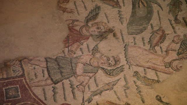 vídeos y material grabado en eventos de stock de piazza armerina (villa romana del casale), room of the fishing cupids - roma antigua