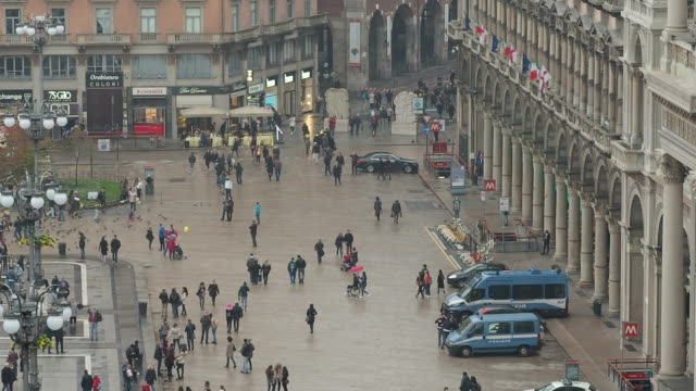 piazza del duomo, milan - piazza del duomo milan stock videos and b-roll footage