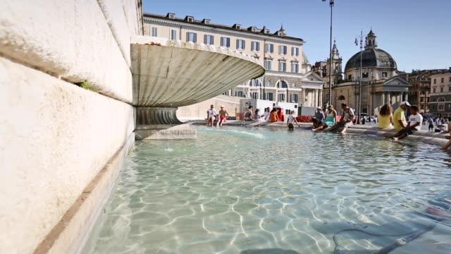 piazza del popolo in rome - 史跡めぐり点の映像素材/bロール