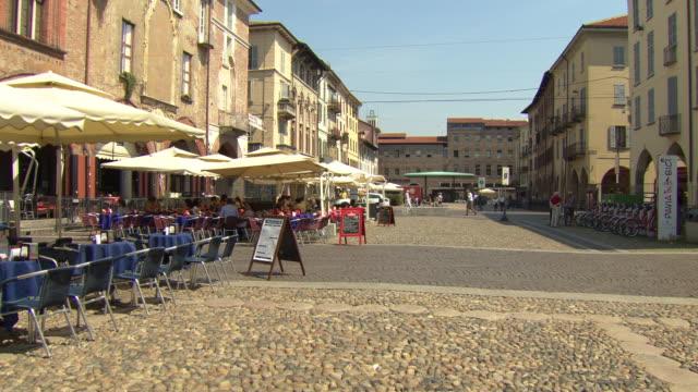 vídeos y material grabado en eventos de stock de piazza della vittoria, pavia, italy - cultura de café