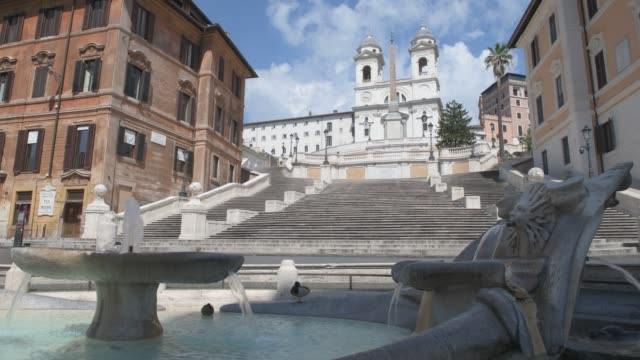 piazza di spagna romeitaly april 2020 consequences of coronavirus piazza di spagna deserted and closed to visitors and tourists - tourist stock videos & royalty-free footage