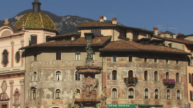 ZO, WS, Piazza Duomo with Fountain of Neptune and Torre Civica, Trento, Dolomites, Alps, Italy