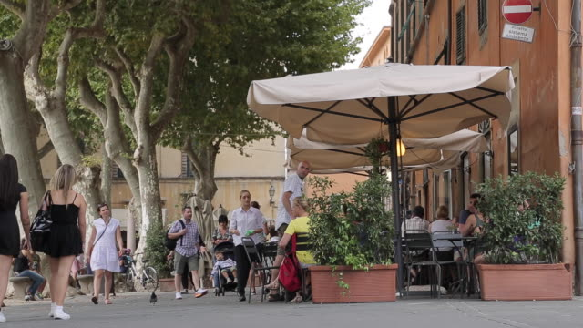 stockvideo's en b-roll-footage met piazza napoleone, lucca, tuscany, italy, europe - stadsplein