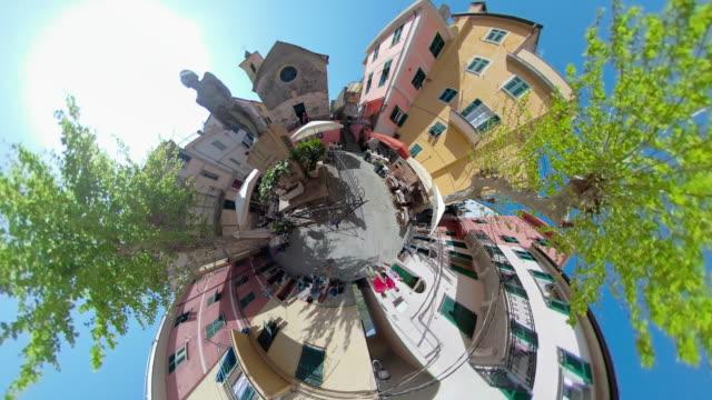 vídeos de stock e filmes b-roll de zo / piazza of italian village corniglia with little planet effect - vista de 360 graus