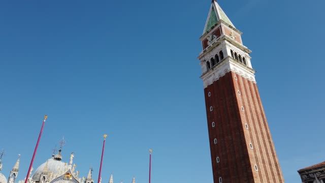 piazza san marco in venice, italy, in a strangely desolate and silent venice. the italian government continues to enforce the nationwide lockdown... - venedig stock-videos und b-roll-filmmaterial