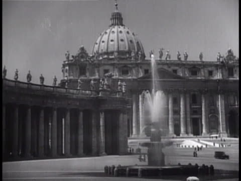 piazza san pietro w/ fountain colonnade basilica di san pietro in vaticano bg ms dome of st peter's saint statues on top edge of st peter's - st peter's square stock videos & royalty-free footage