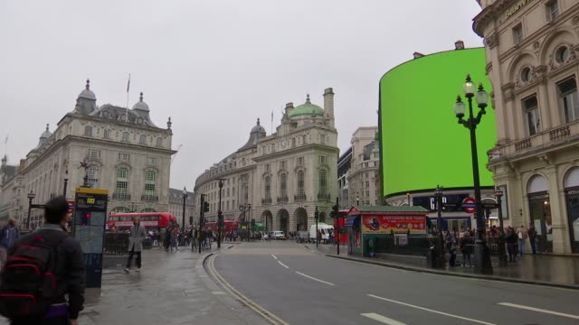 Piccadilly Circus advertising hoarding gets an upgrade Piccadilly Circus EXT GV new 'curved' LED billboard advertising screen at Piccadilly Circus...