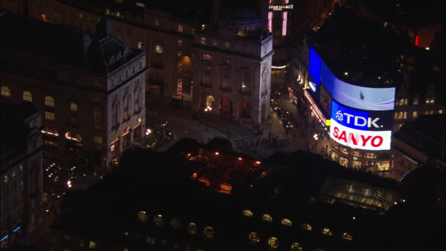 piccadilly circus and regent street - major road stock-videos und b-roll-filmmaterial