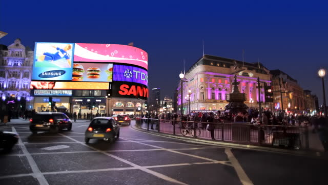 vídeos de stock e filmes b-roll de ws piccadilly circus at night, london, england - billboard