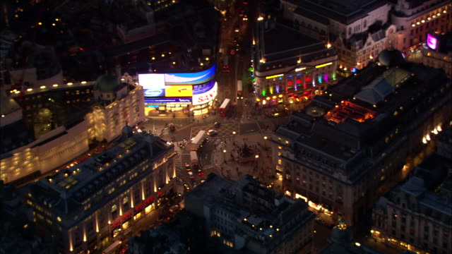 piccadilly circus at night - ウェストエンド点の映像素材/bロール