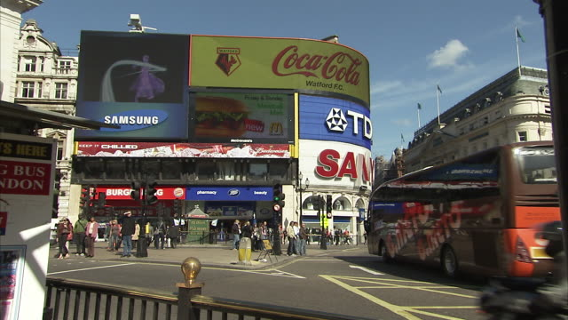 vídeos de stock, filmes e b-roll de piccadilly circus london available in hd. - picadilly