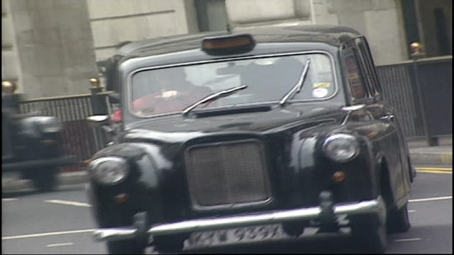 piccadilly circus traffic - car point of view stock videos & royalty-free footage