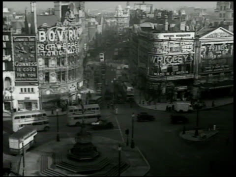 piccadilly circus w/ angel of christian charity memorial fountain below fg, traffic, schweppes sign on building, guinness sign under clock . street... - 1950 stock videos & royalty-free footage