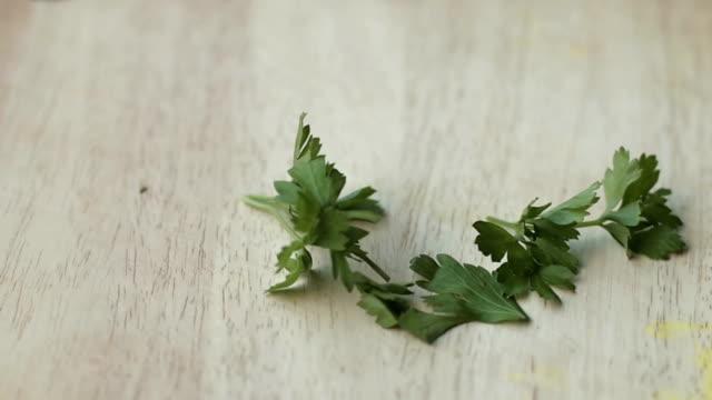 pick  parsley