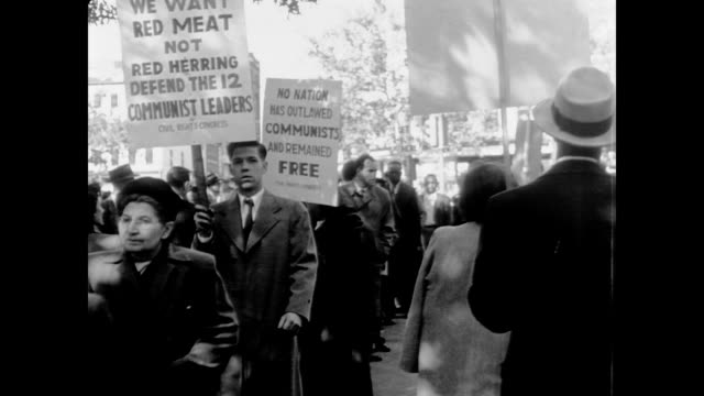 picketers carry placards protesting the prosecution of the 12 communists under the alien registration act of 1940 - 1940 1949 stock-videos und b-roll-filmmaterial
