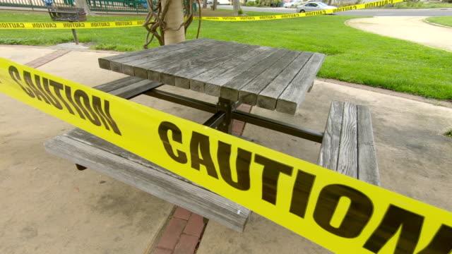 カリフォルニア州パロアルトのcovid19コロナウイルス中に閉鎖されたピクニックエリア - 禁止点の映像素材/bロール