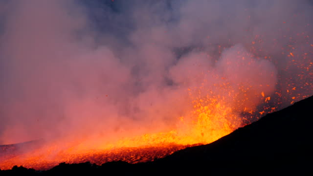 Pico do Fogo: eruption and lava flow