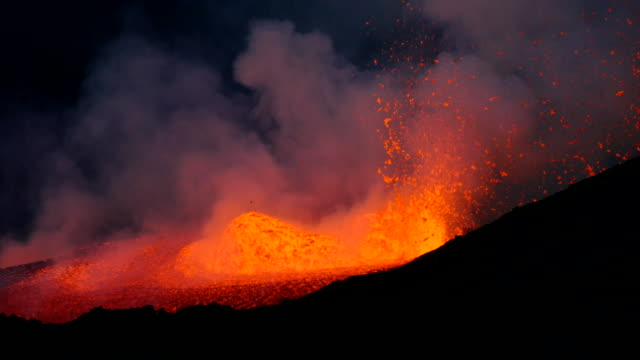 pico do fogo: eruption and lava flow - lava video stock e b–roll
