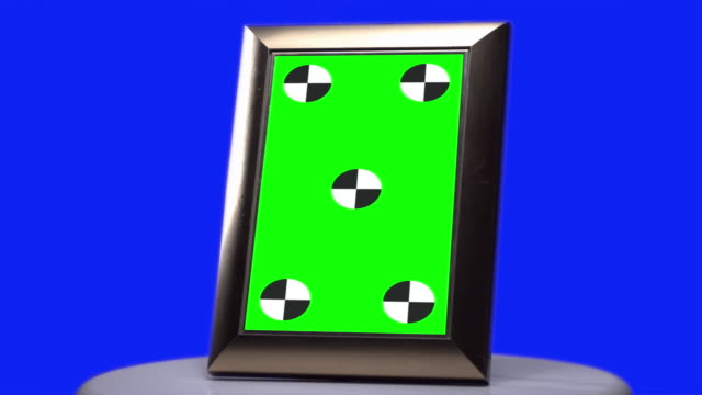 Picture frame Green screen tracking marks Blue screen background