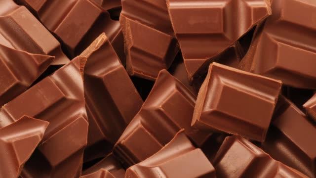 vidéos et rushes de pieces of chocolate - chocolat