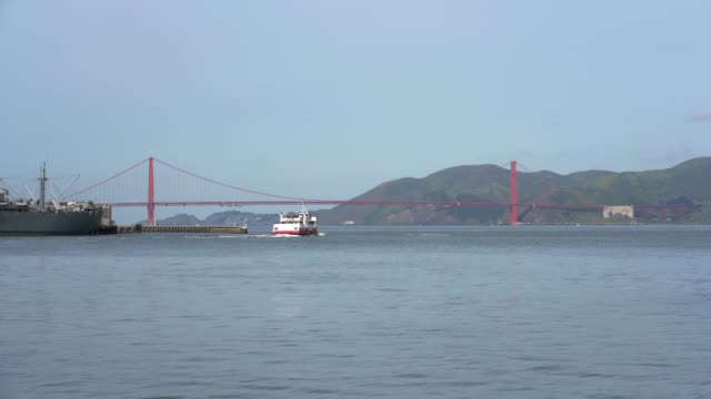 stockvideo's en b-roll-footage met pier 39 view of san francisco bay - pier 39