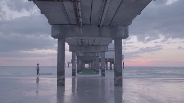 pier 60 in florida - architectural column stock videos & royalty-free footage