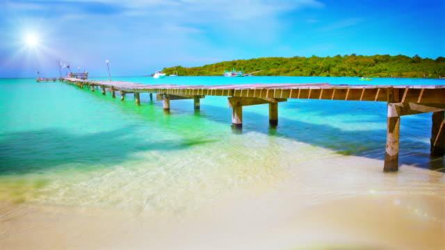 pier zu sonnen. - karibisches meer stock-videos und b-roll-filmmaterial