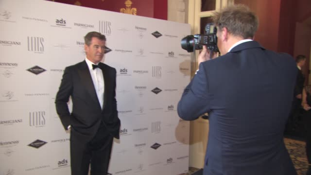 pierce brosnan at lots of charity event at st pancras renaissance hotel on april 29, 2015 in london, england. - ピアース・ブロスナン点の映像素材/bロール