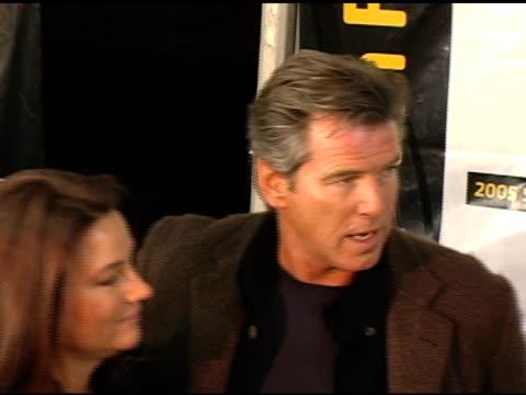 pierce brosnan at the 2005 sundance film festival 'the matador' premiere at the eccles theatre in park city, utah on january 21, 2005. - ピアース・ブロスナン点の映像素材/bロール
