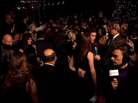 vídeos de stock, filmes e b-roll de pierce brosnan at the 'tomorrow never dies' premiere at dorothy chandler pavilion in los angeles, california on december 16, 1997. - série de filmes do james bond