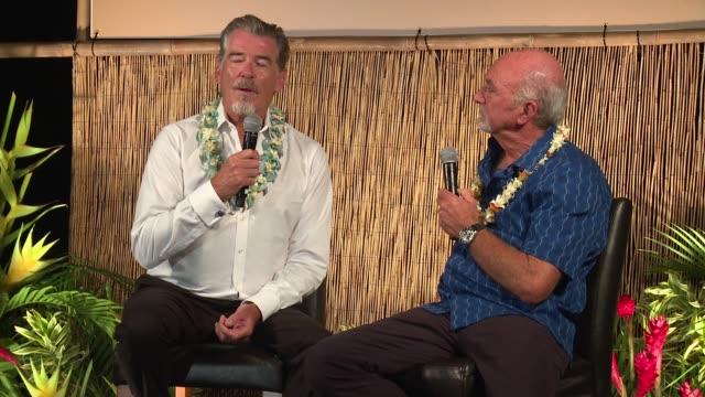 pierce brosnan award ceremony at the 2017 maui film festival - day 3 on june 23, 2017 in wailea, hawaii. - ピアース・ブロスナン点の映像素材/bロール