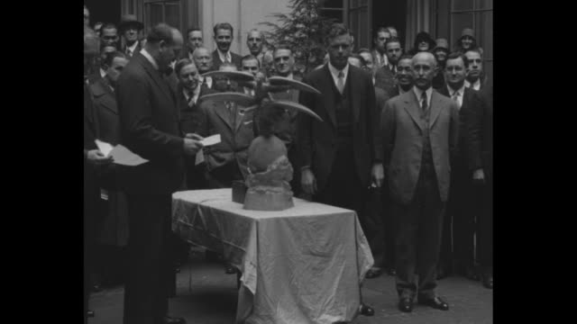 vídeos de stock, filmes e b-roll de pierreetienne flandin vice president of the international league of aviators reads statement as he presents charles lindbergh with a small statue of... - orville wright