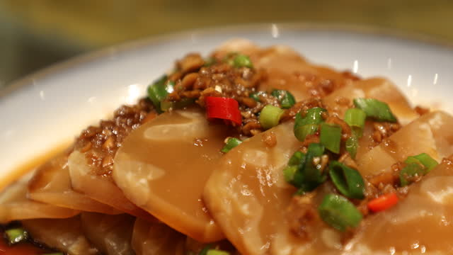 stockvideo's en b-roll-footage met pig skin jelly, a local delicacy, shanxi province, china - voorgerecht