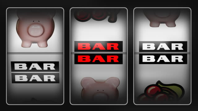 stockvideo's en b-roll-footage met piggy bank slot machine. - loterij kansspel