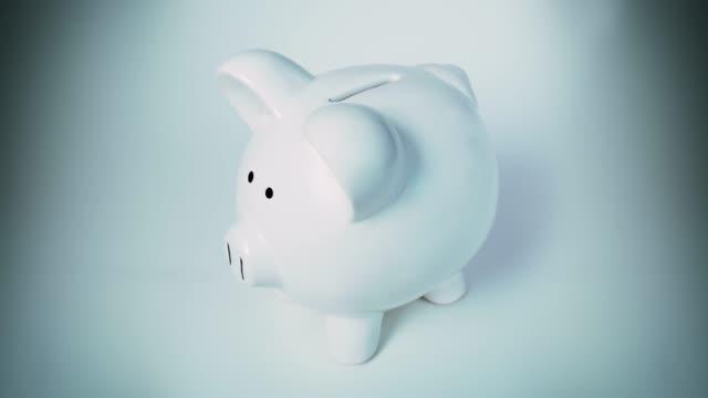 piggy bank - weiß stock videos & royalty-free footage