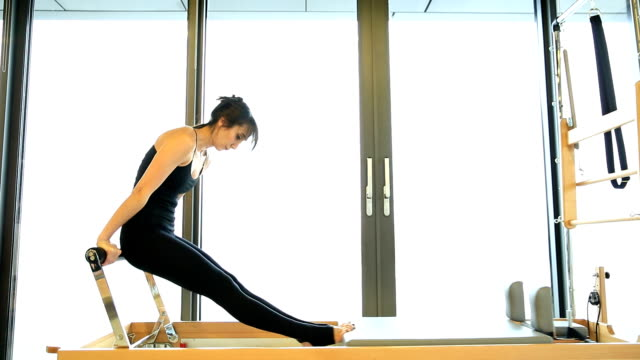 stockvideo's en b-roll-footage met pilates klasse - pilates