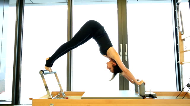 pilates-kurs - pilates stock-videos und b-roll-filmmaterial