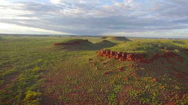 pilbara mountain range - horizontal stock videos & royalty-free footage
