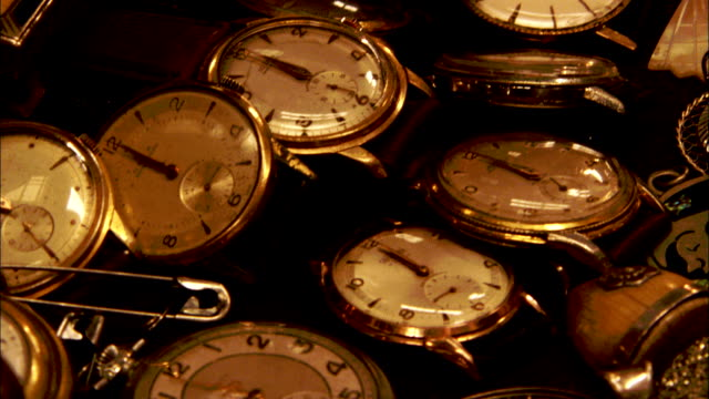 a pile of antique watches are displayed in a shop. available in hd. - pocket watch stock videos & royalty-free footage