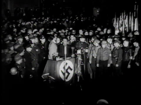 vídeos de stock, filmes e b-roll de pile of books burning / joseph goebbels speaking to crowd - 1933