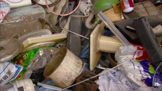 cu tu td pile of discarded electronics at beijing recycling center, beijing, beijing, china - stereoanlage stock-videos und b-roll-filmmaterial