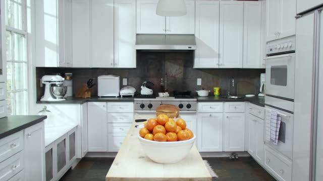 MS pile of oranges on kitchen table, Scarborough, New York, USA