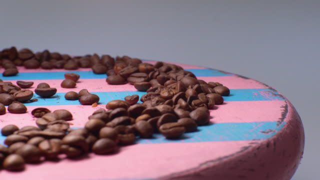 pile of roasted coffee beans rotate - medium group of objects stock videos & royalty-free footage