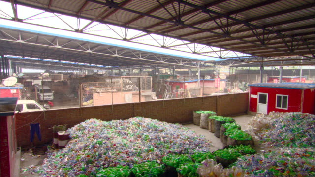 vídeos de stock, filmes e b-roll de ws pan piles of plastic bottles in recycling center, beijing, beijing, china - reciclagem