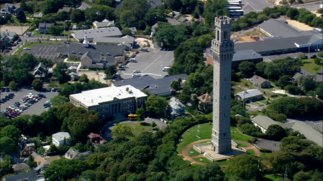 pilgrim monument - luftbild - massachusetts, barnstable county, vereinigte staaten - massachusetts stock-videos und b-roll-filmmaterial