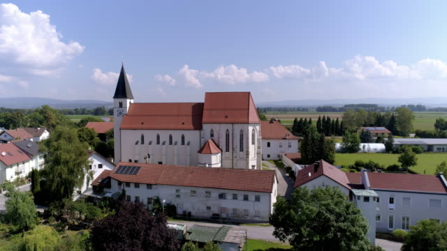 pilgrimage church in sossau (city of straubing) in lower bavaria - kirche stock-videos und b-roll-filmmaterial
