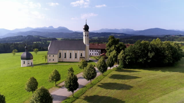 pilgrimage church of wilparting near irschenberg in the bavarian prealps - wallfahrt stock-videos und b-roll-filmmaterial